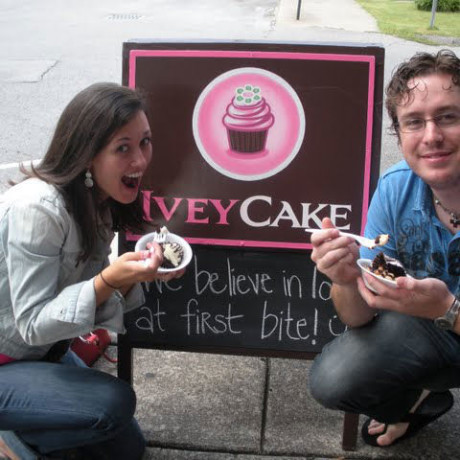 Jenna and I stopping for cupcakes in Nashville